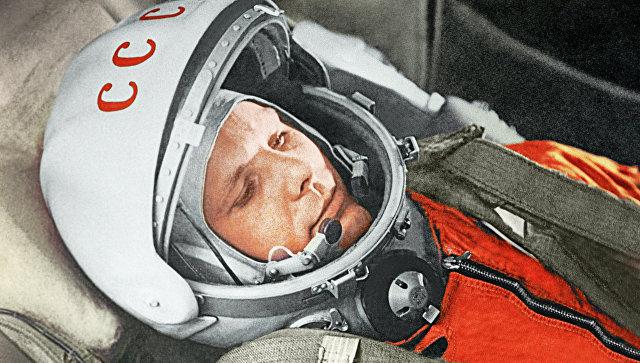 """Летчик-космонавт Ю.Гагарин в кабине космического корабля """"Восток"""". Архивное фото"""
