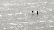 Рыбаки на льду. Архив
