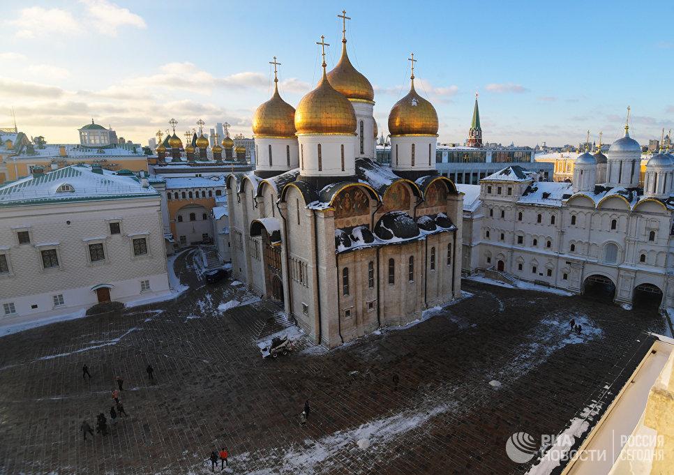 Грановитая палата, собор Спаса нерукотворного образа, Успенский собор и храм Двенадцати апостолов на территории Московского Кремля