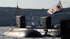 Дизельная подводная лодка Комсомольск-на-Амуре проекта 877 Палтус у пирса. Архивное фото