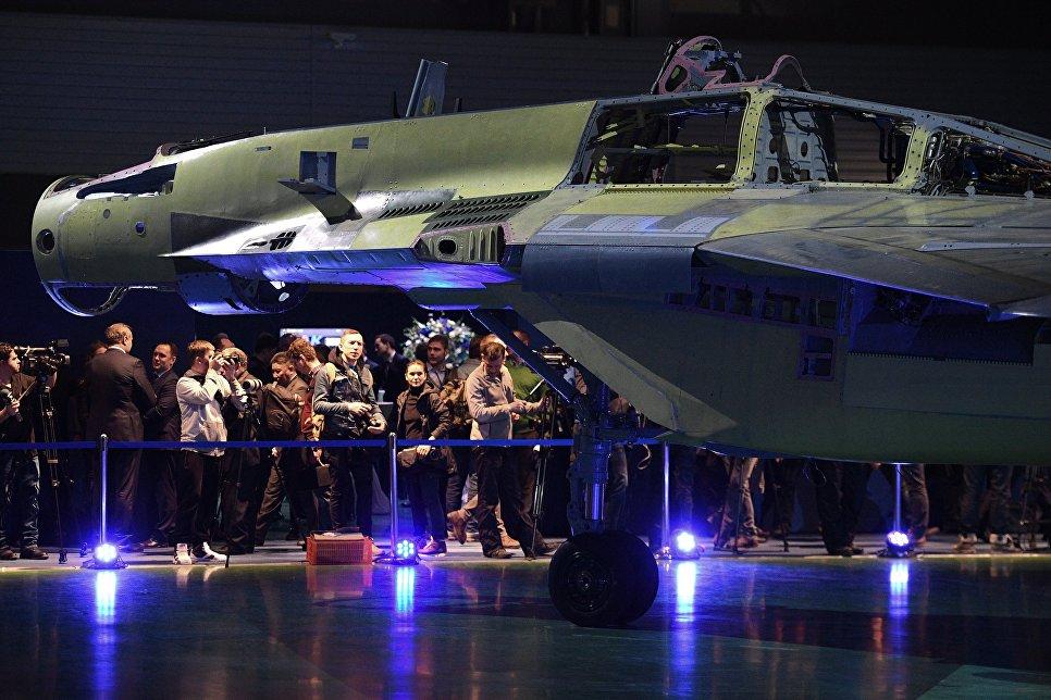 Представители средств массовой информации на презентации авиационного комплекса МиГ-35 в Московской области
