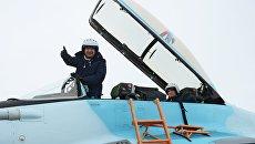 Летчик-испытатель Михаил Беляев после летной демонстрации авиационного комплекса МиГ-35 на презентации в Московской области