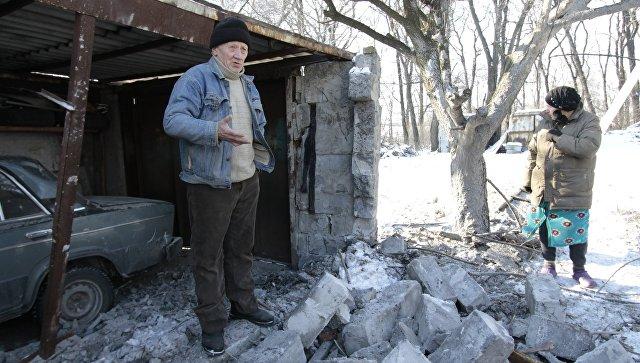 Местные жители в Донбассе. Архивное фото
