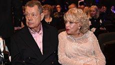 Актер Николай Караченцов и его супруга, актриса Людмила Поргина. Архивное фото