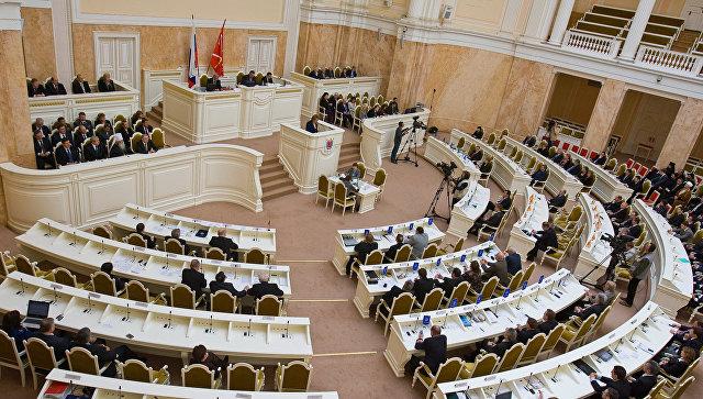 Единороссы посоветовали приравнять встречи жителей спетербургскими депутатами кмитингам