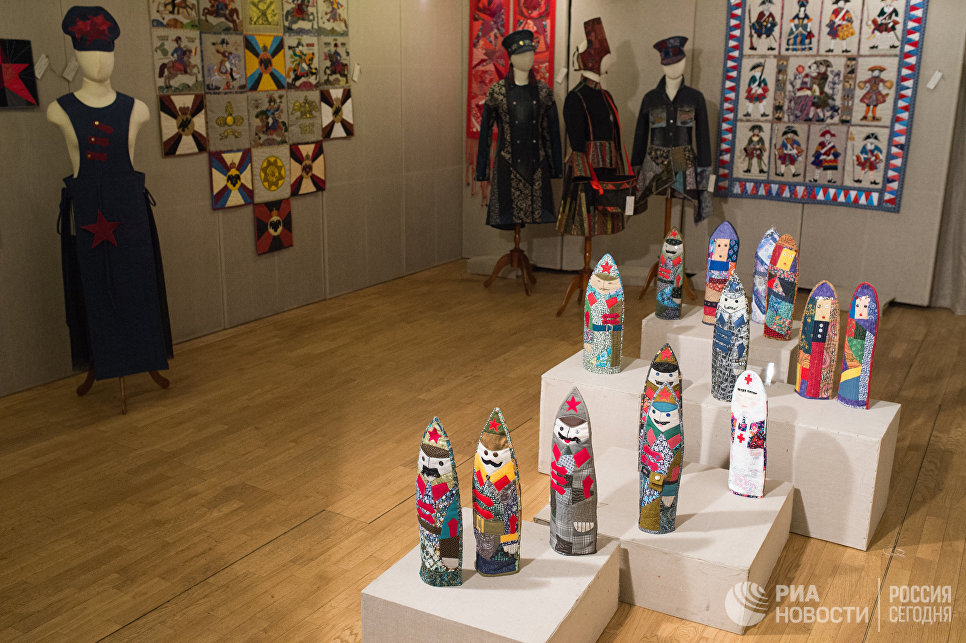 Коллективный проект Солдаты - работы участников студии лоскутного шитья Красный сарафан на открывшейся выставке Аты-баты