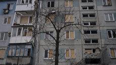 Здание, поврежденное в результате обстрелов. Архивное фото