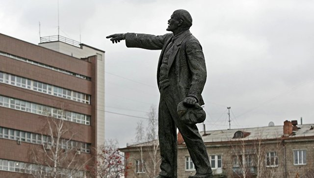 Гражданин Чувашии избил монумент Владимиру Ленину