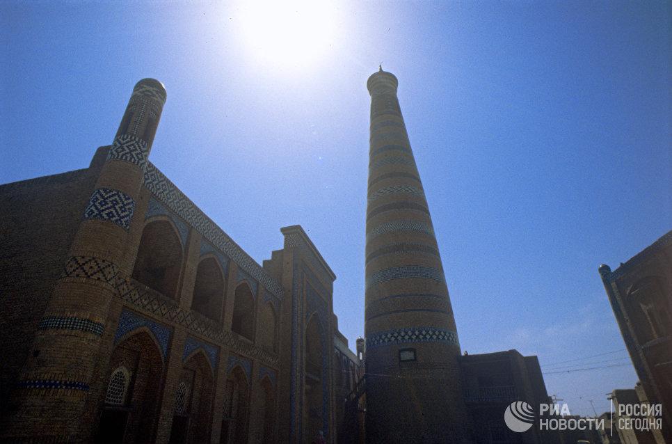 Медресе и минарет Ислам Ходжа в Хиве, Узбекистан