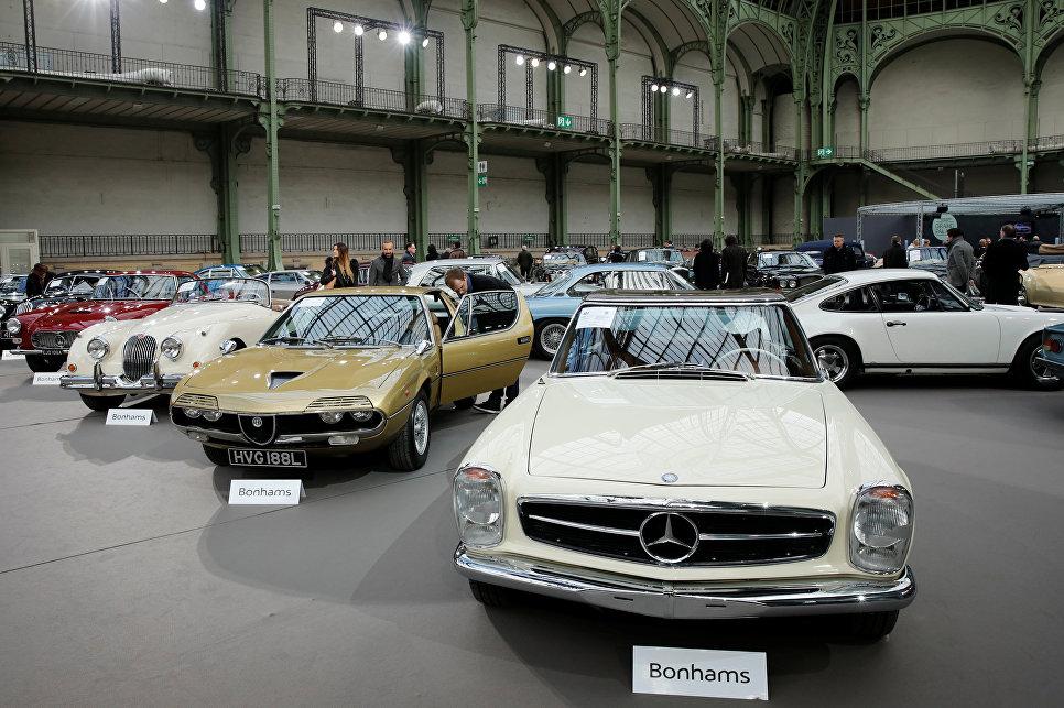 Mercedes-Benz 280 SL Convertible на выставке старинных автомобилей аукционного дома Bonhams