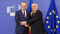 Президент Молдавии Игорь Додон и председатель Европейской комиссии Жан-Клод Юнкер во время встречи в Брюсселе. 7 февраля 2017 года