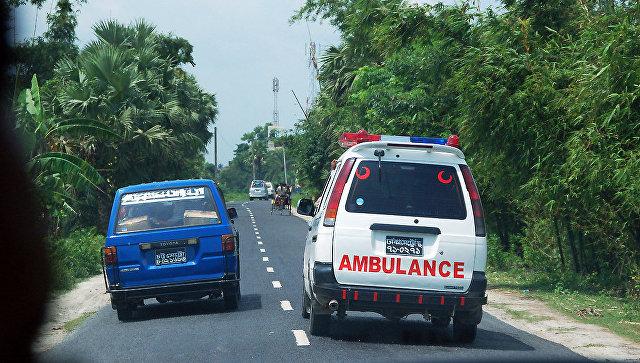 ДТП сучастием автобуса привело к13 жертвам вБангладеш