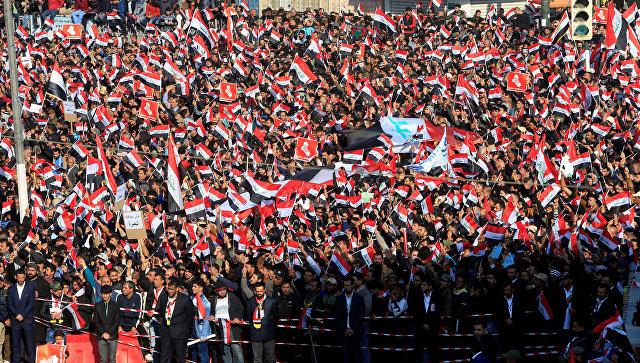 ВБагдаде при разгоне демонстрации иракские силовики применили слезоточивый газ