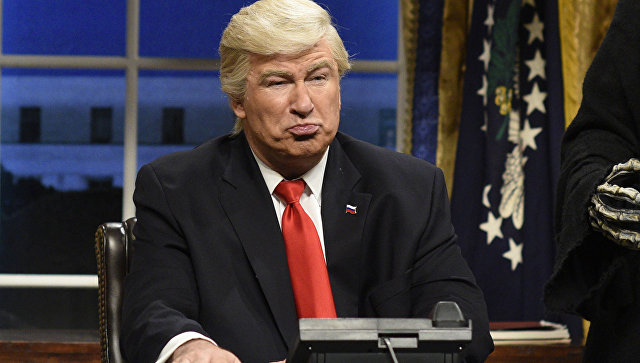 Актер Алек Болдуин пародирует Дональда Трампа. Архивное фото