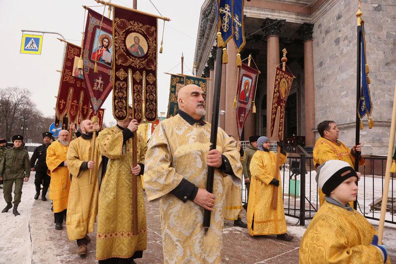 Крестный ход вокруг Исаакиевского собора