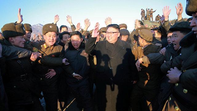 Ким Чен Ын после испытаний баллистической ракеты Пуккыксон-2 (Полярная звезда-2) среднего радиуса действия. 12 февраля 2017