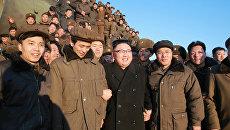 Ким Чен Ын на месте испытания баллистической ракеты Пуккыксон-2 (Полярная звезда-2) среднего радиуса действия. 12 февраля 2017