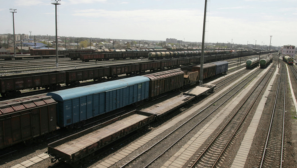 Кабмин Украины временно приостановил грузовое сообщение с Крымом