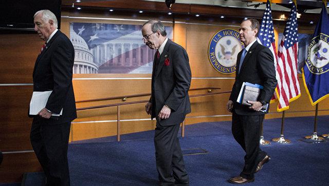Американские конгрессмены Стени Хойер, Элиот Энгел и Адам Шифф на пресс-конференции