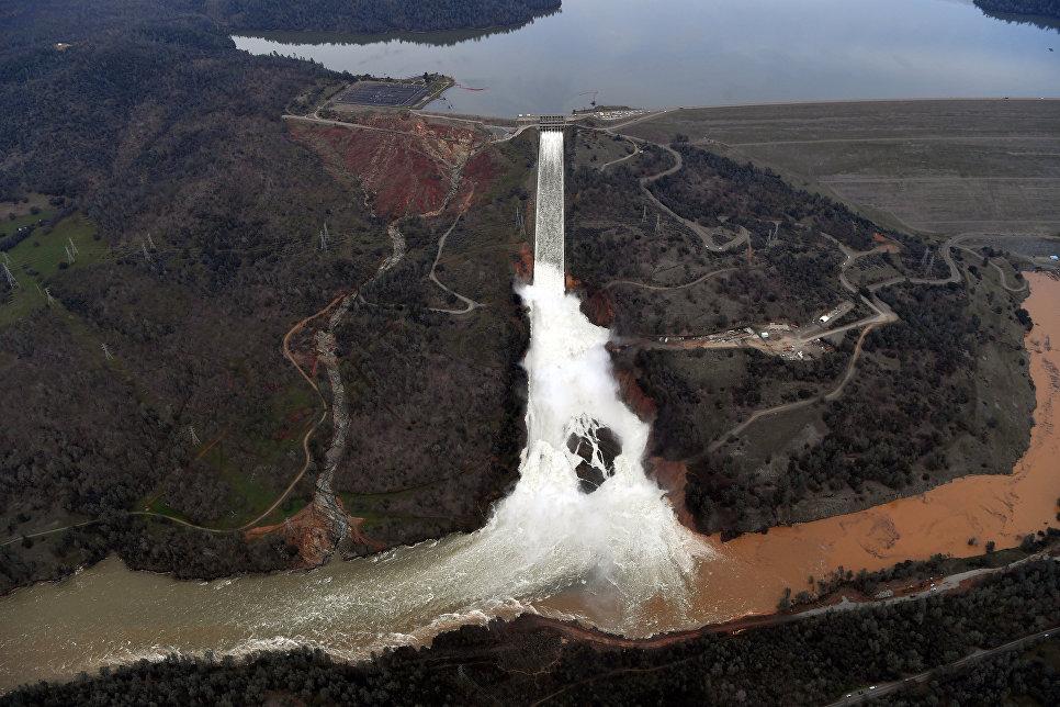 Плотина в городе Оровилл, штат Калифорния, США