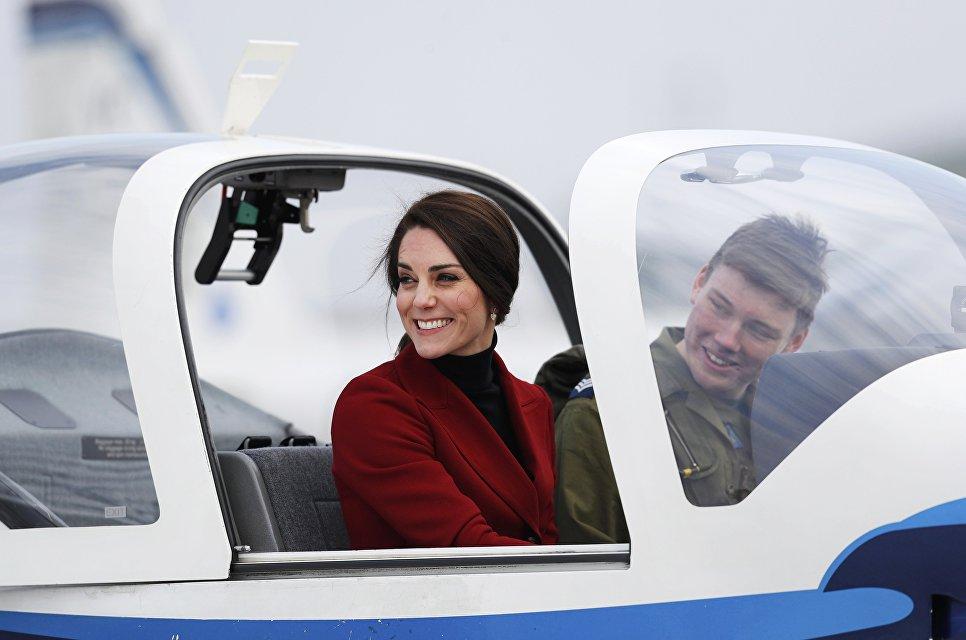 Герцогиня Кембриджская Кейт Миддлтон посетила Королевские ВВС