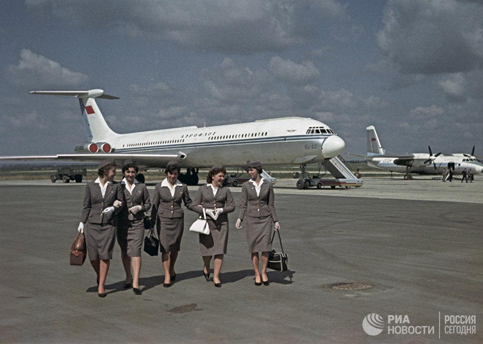 Самолет Ил-62 компании Аэрофлот в аэропорту Внуково