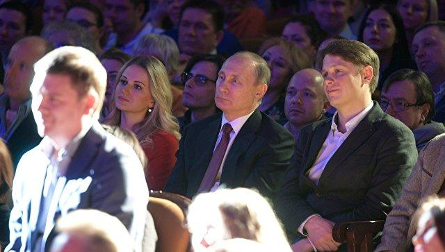 Президент РФ В. Путин побывал в Сочи на спектакле, открывающем Международный фестиваль искусств