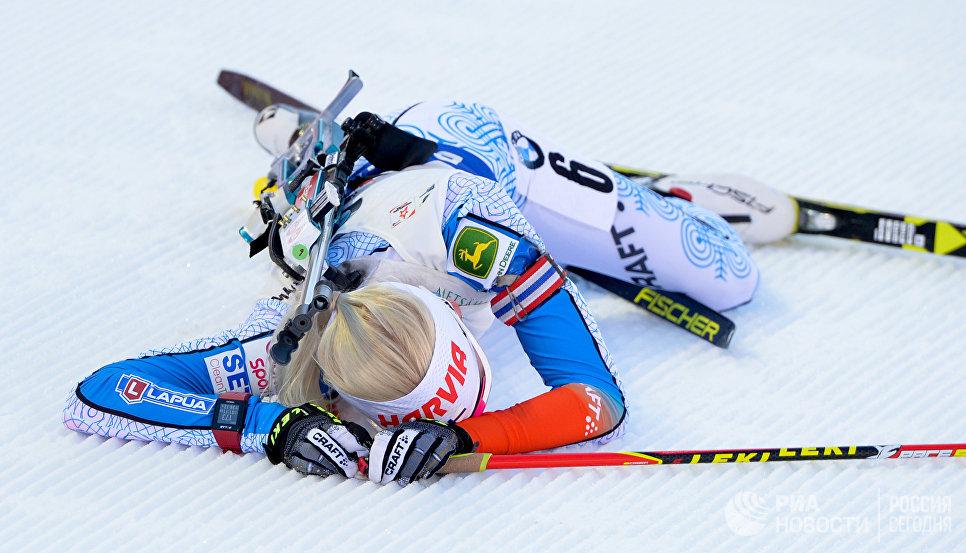 Кайса Мякяряйнен (Финляндия) после финиша масс-старта среди женщин на чемпионате мира по биатлону в австрийском Хохфильцене