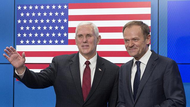 Пенс иТуск встретились нафоне «неправильного» американского флага