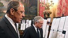 Сергей Лавров и Эдвард Налбандян на открытии выставки, посвященной 25-летию установлению дипломатических отношений между Россией и Арменией. 22 февраля 2017