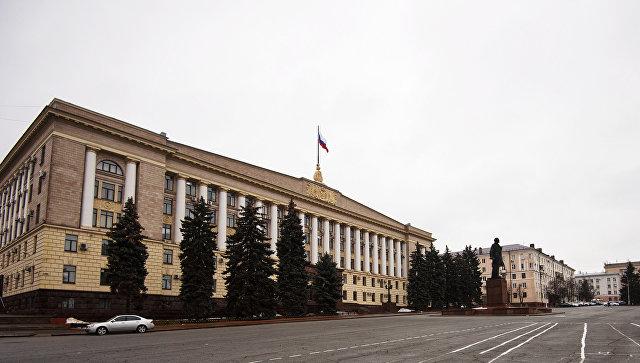 Здание Областной администрации и Кафедрального собора на Соборной площади в Липецке. Архивное фото