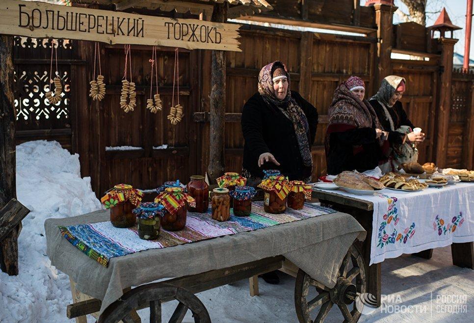 Празднование Масленицы в историко-культурном музее-заповеднике в поселке Большеречье в Омской области