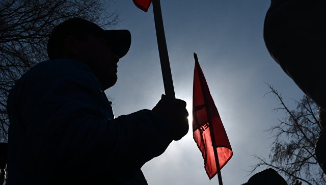 Сторонники Омурбека Текебаева митингуют вБишкеке, требуя освобождения политика