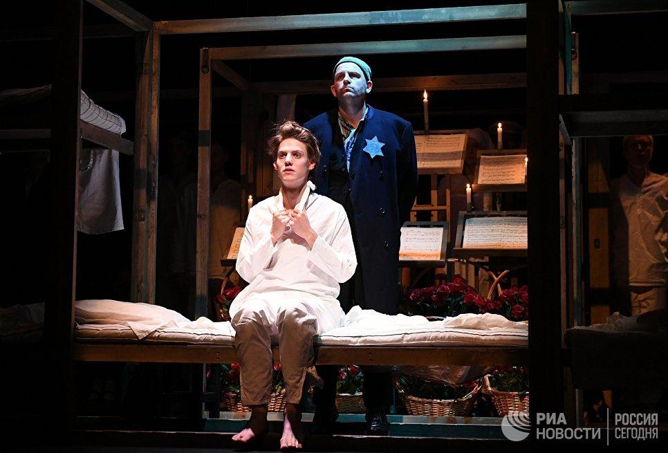 Павел Табаков и Федор Лавров во время спектакля Матросская Тишина в Театре-студии под руководством О. Табакова