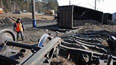 На месте схода вагонов с углем на Забайкальской железной дороги. Архивное фото