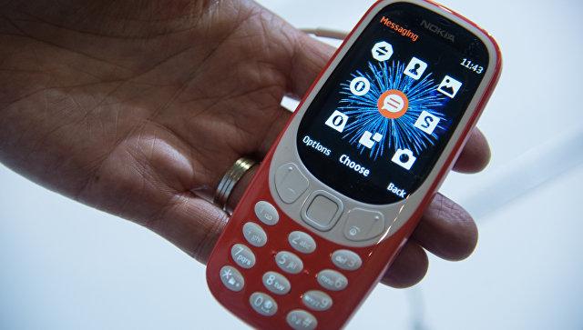 Новая модель Nokia 3310 на выставке Mobile World Congress в Барселоне, 27 февраля 2017