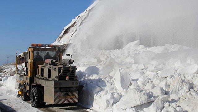 ВМагаданской области на дорогу сошла лавина