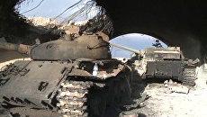 Разбитые танки остались после отступления боевиков в аэропорту Пальмиры