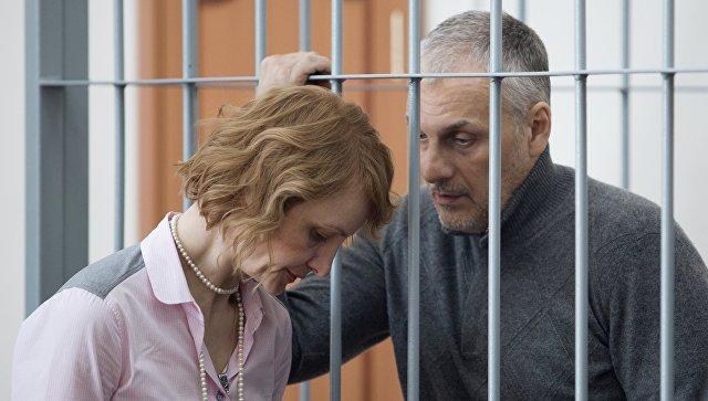 Бывший губернатор Сахалинской области Александр Хорошавин, обвиняемый в получении взяток, на заседании Южно-Сахалинского городского суда. Архивное фото