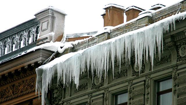ВКалуге возбуждено дело пофакту падения глыбы льда наребёнка