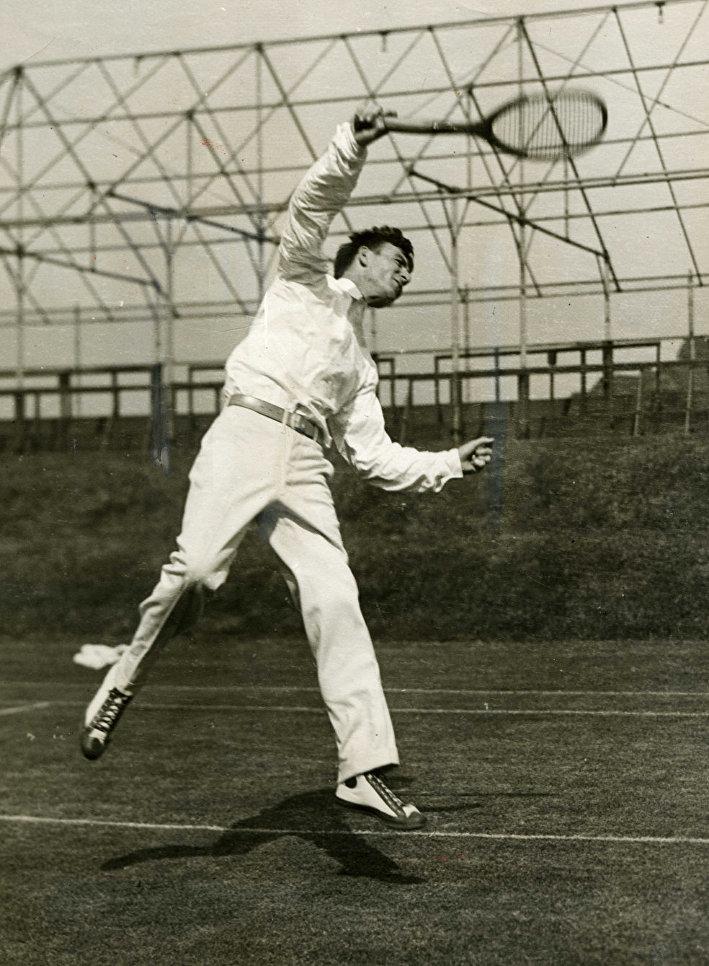 Джон Хеннесси в форменном костюме теннисиста на Уимблдонском турнире. 1925 г.