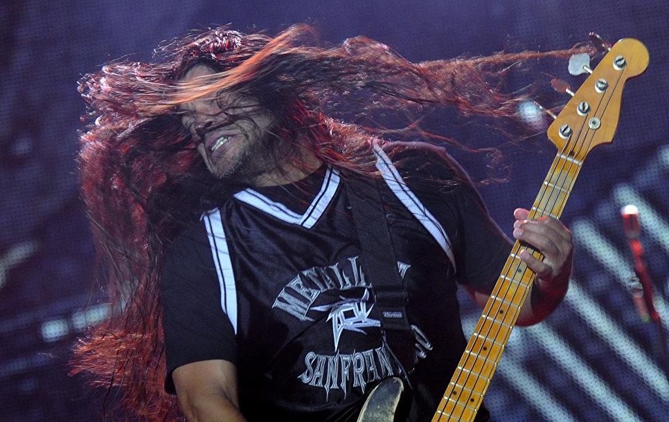 Бас-гитарист Metallica Роберт Трухильо на рок-фествале Sonisphere в Варшаве