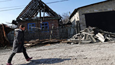 Разрушенный в результате обстрелов украинскими силовиками дом в Донецке. Архивное фото