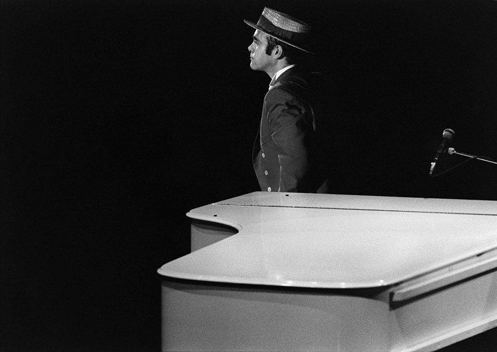 Британский певец Элтон Джон, 1984