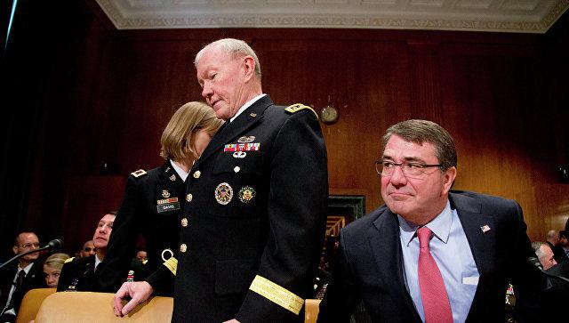 Министр обороны США Эштон Картер и председатель Объединенного комитета начальников штабов США Мартин Демпси (слева). Архивное фото
