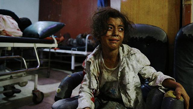 Раненая в результате авиаударов по Дамаску девушка в больнице. Архивное фото