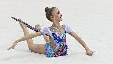 Участница VI Открытого турнира по художественной гимнастике на призы Яны Батыршиной выполняет упражнения с обручем
