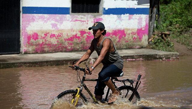 Последствия тропического шторма в Мексике. Архивное фото
