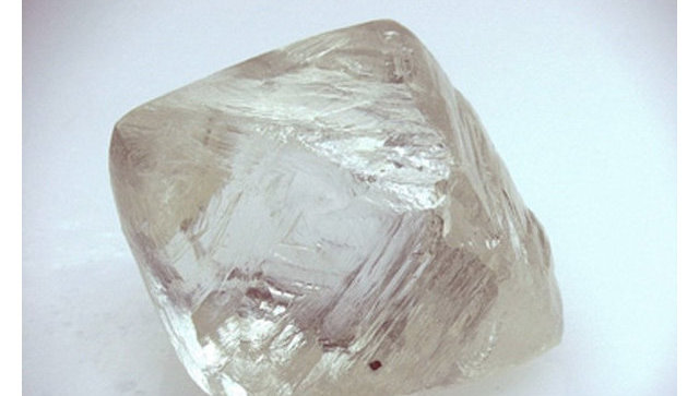 Вешний вид природного алмаза. Архивное фото