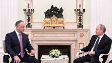 Президент РФ Владимир Путин и президент Молдовы Игорь Додон во время встречи. 17 марта 2017